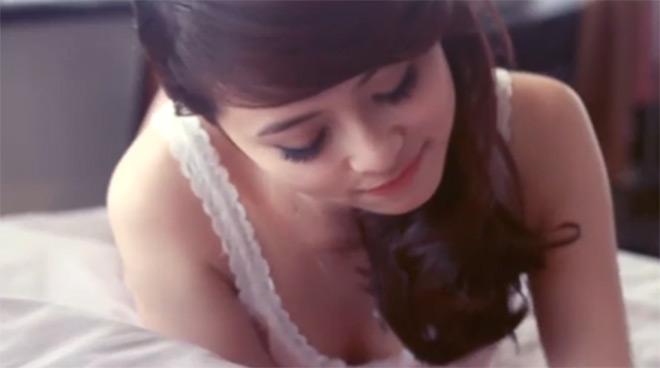 """Hotgirl Ngọc Miu """"biến hóa"""" trong MV của Đan Trường, Cao Thái Sơn - 12"""