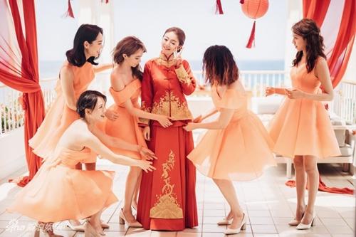Mỹ nữ Tây Du Ký say đắm hôn tỷ phú USD trong lễ cưới chính thức - 18