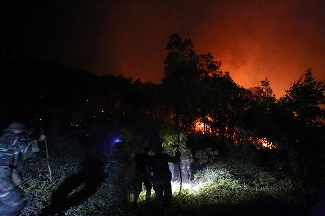 Hiện trường vụ cháy rừng lớn nhất lịch sử ở Sóc Sơn - 1
