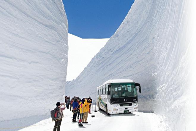 Khám phá con đường tuyết trắng giữa mùa hè tại Nhật Bản - 1