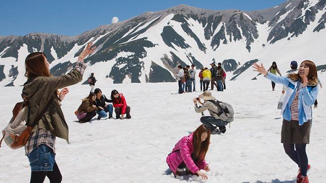Khám phá con đường tuyết trắng giữa mùa hè tại Nhật Bản - 3