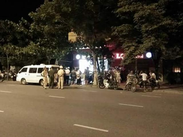 Nhóm thanh niên đập tan tủ kính, cướp tiệm vàng ở Đà Nẵng
