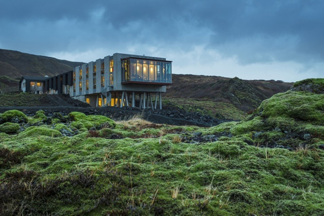 1. Quán bar Northern Lights, Iceland