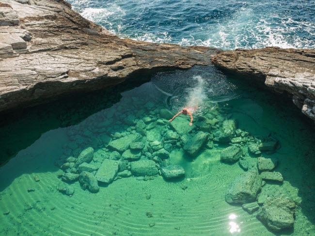 Giola, Hi Lạp:Bể tắm tự nhiên trên đảo Thassos có nước trong xanh khiến du khách mê mẩn.