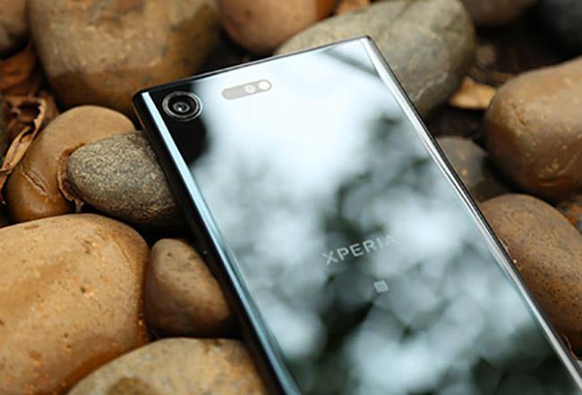Sony Xperia XZ Premiumlà phiên bản kế nhiệmcủaXperai XZs với sự nâng cấp từ màn hình Full HD lên màn hình 4K.