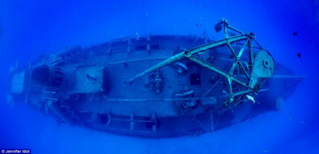 """""""Nín thở"""" đột nhập xác tàu đắm dưới đáy biển sâu - 12"""
