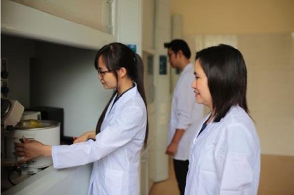 Làm sao để vượt qua nỗi đau do hóa, xạ trị gây ra cho bệnh nhân ung bướu? - 2