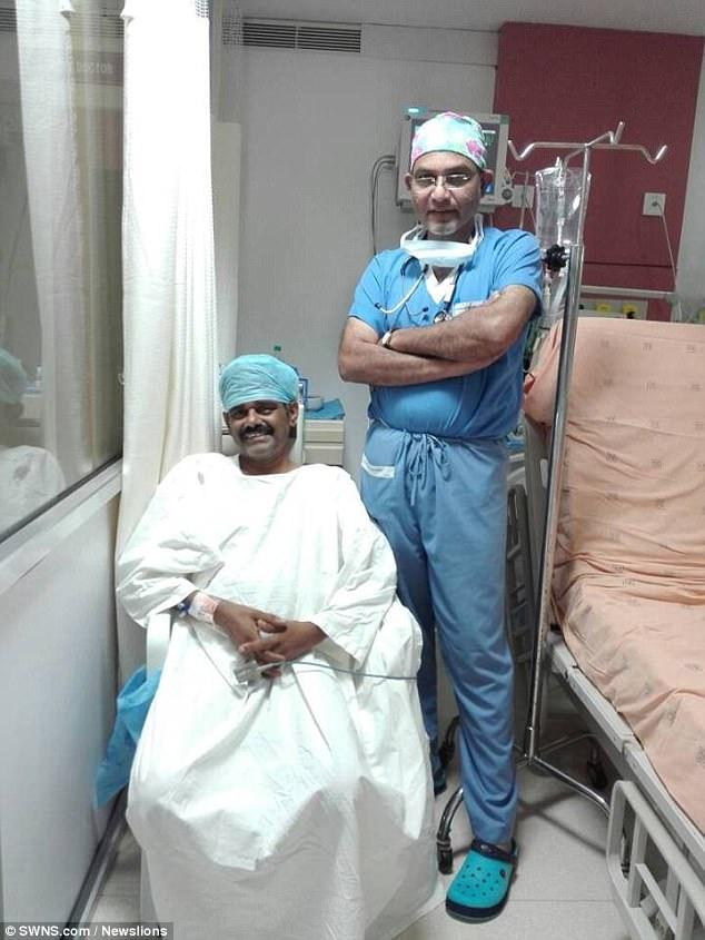 Người đàn ông Ấn Độ có 2 quả tim, 1 nam, 1 nữ - 1