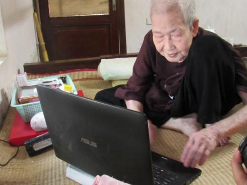 "Cụ bà 93 tuổi ""sành internet nhất VN"" qua lời kể của con dâu - 2"