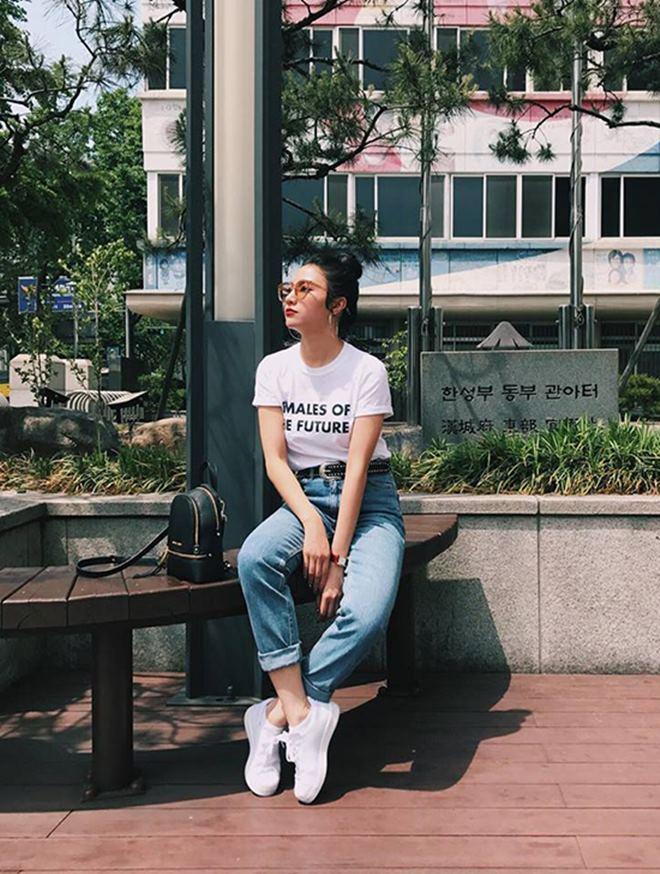 """Hoàng Thùy Linh, Đông Nhi đua nhau diện """"mốt không quần"""" - 7"""