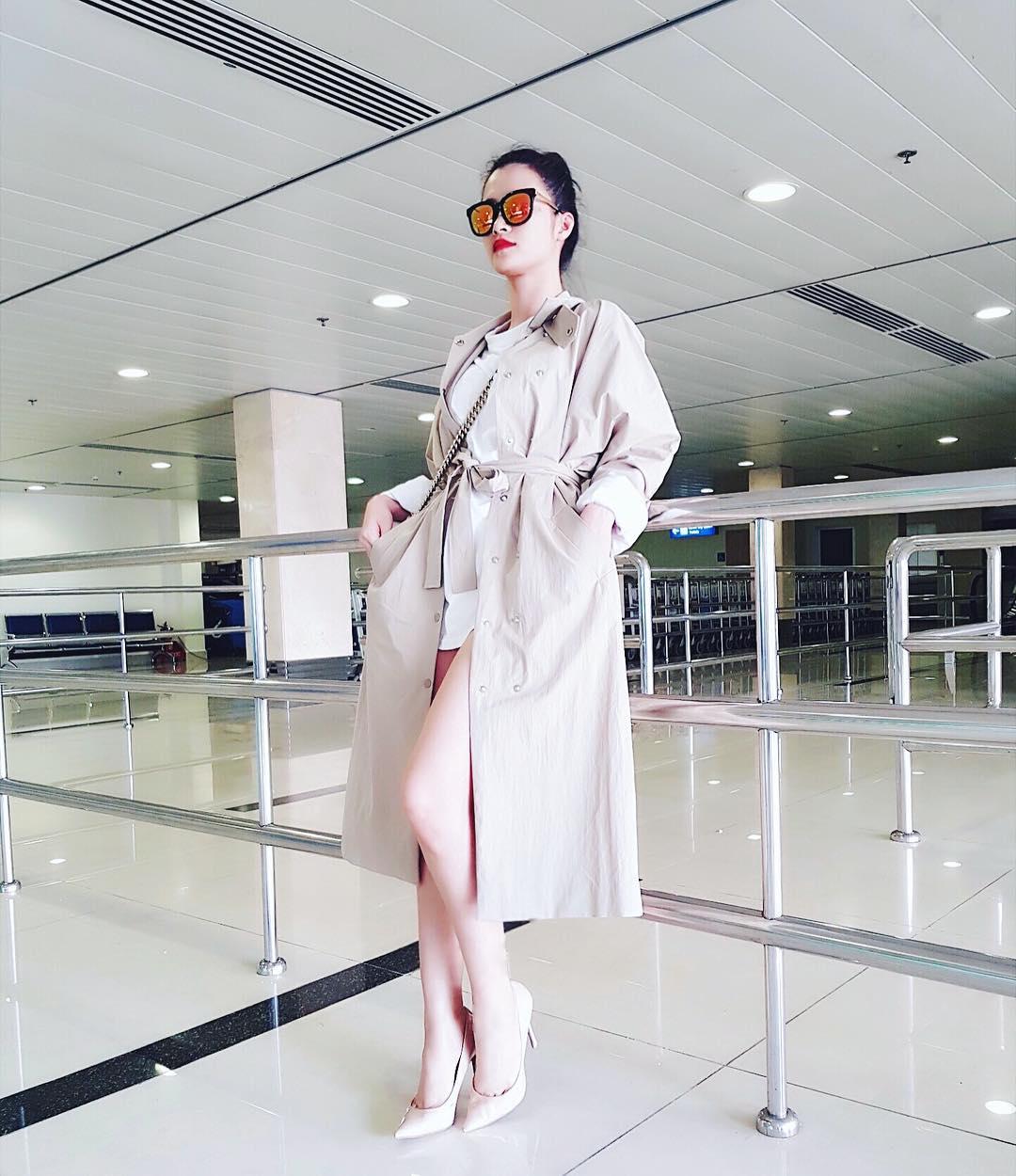 """Hoàng Thùy Linh, Đông Nhi đua nhau diện """"mốt không quần"""" - 11"""