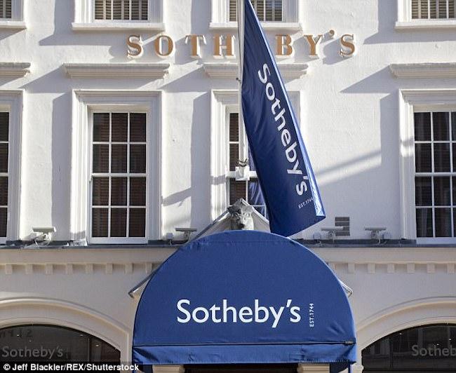 Anh: Nhẫn mua 300 nghìn ở chợ đồ cũ bán được 19 tỉ - 2