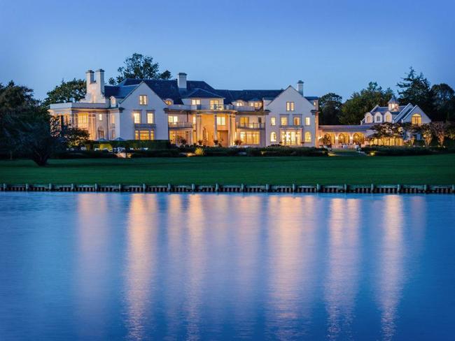 Villa Maria là một tu viện tọa lạc trên mảnh đất rộng tới 60.702 m2 sát bờ sông tại Water Mill, New York, Mỹ.