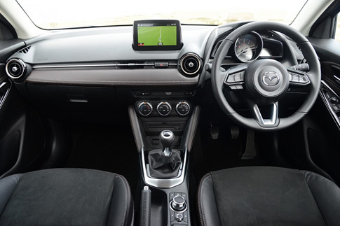 Mazda2 Tech Edition đặc biệt giá 441 triệu đồng - 3