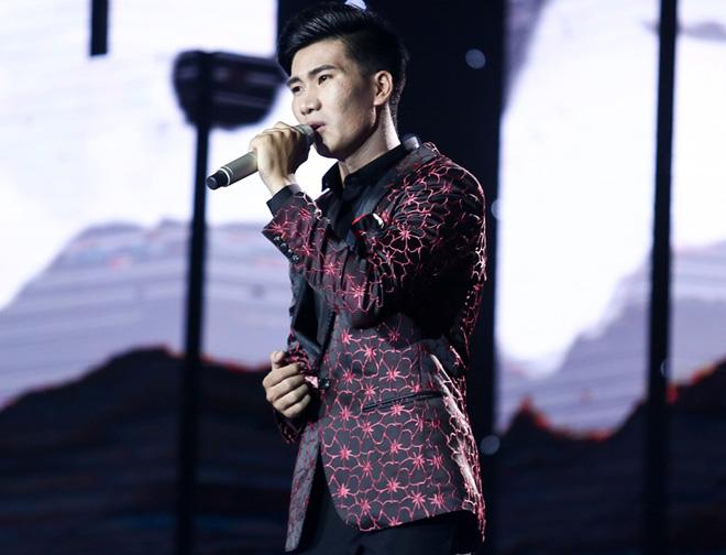 """Mr. Đàm nằm dài ngắm Ngọc Sơn """"phát điên"""" trên sân khấu - 11"""