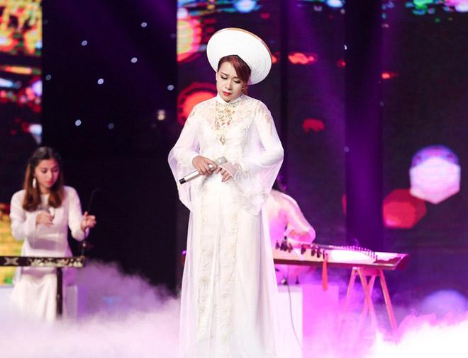 """Mr. Đàm nằm dài ngắm Ngọc Sơn """"phát điên"""" trên sân khấu - 12"""