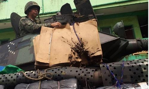 Xe bọc thép Philippnes dùng gỗ, bìa các tông chống đạn IS - 4