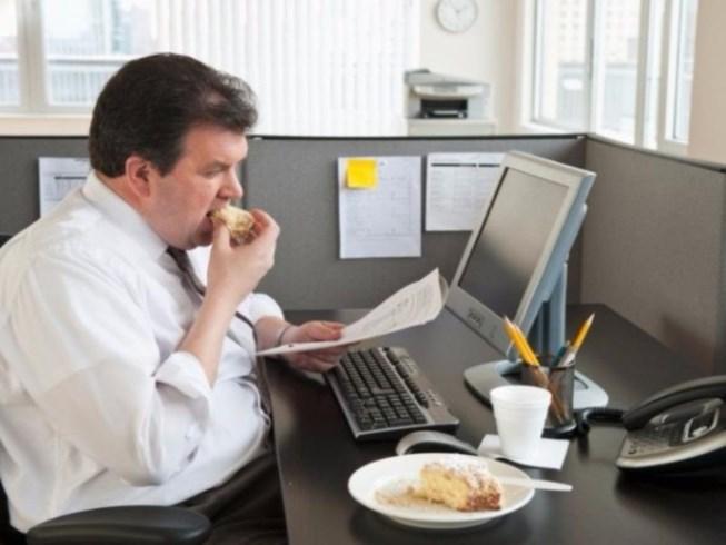 Ngồi cạnh đồng nghiệp quá cân dễ bị béo phì - 1
