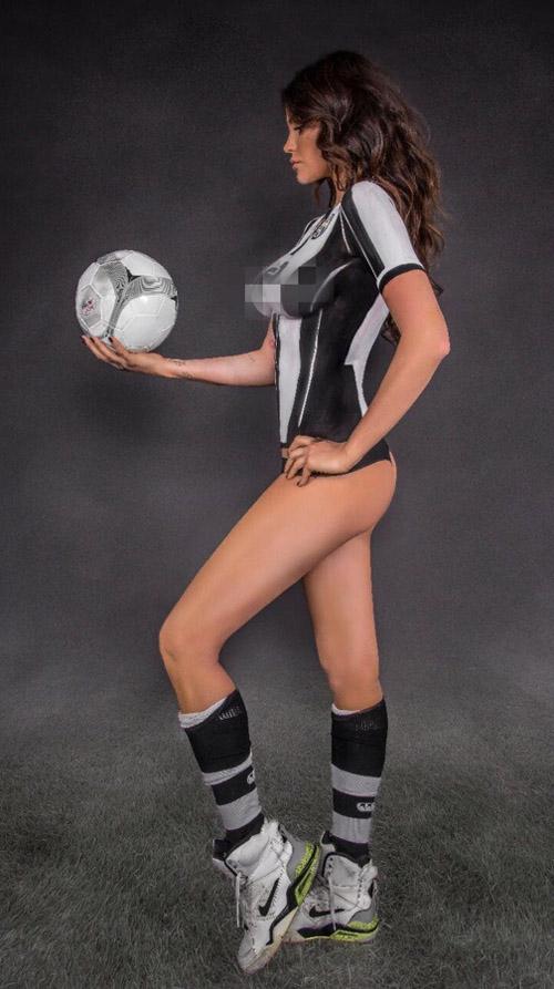 "Mẫu ""bốc lửa"" chụp nude để chia buồn Juventus thua Real - 2"
