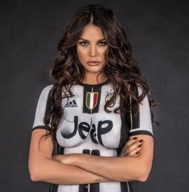 "Mẫu ""bốc lửa"" chụp nude để chia buồn Juventus thua Real - 3"