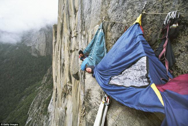 Những điểm cắm trại nguy hiếm nhất thế giới - 2