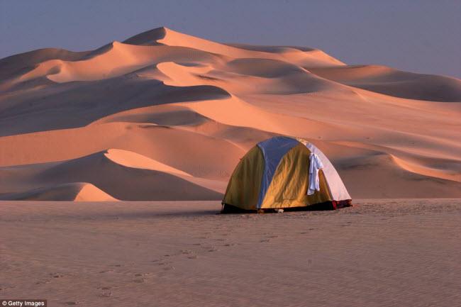 Những điểm cắm trại nguy hiếm nhất thế giới - 10