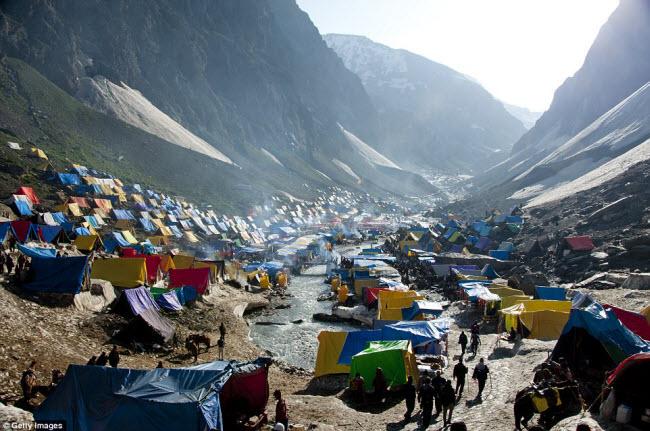 Những điểm cắm trại nguy hiếm nhất thế giới - 11