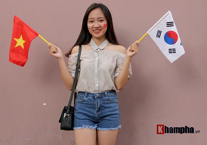 Người đẹp Việt – Hàn đọ sắc cổ vũ cho Xuân Trường - 1