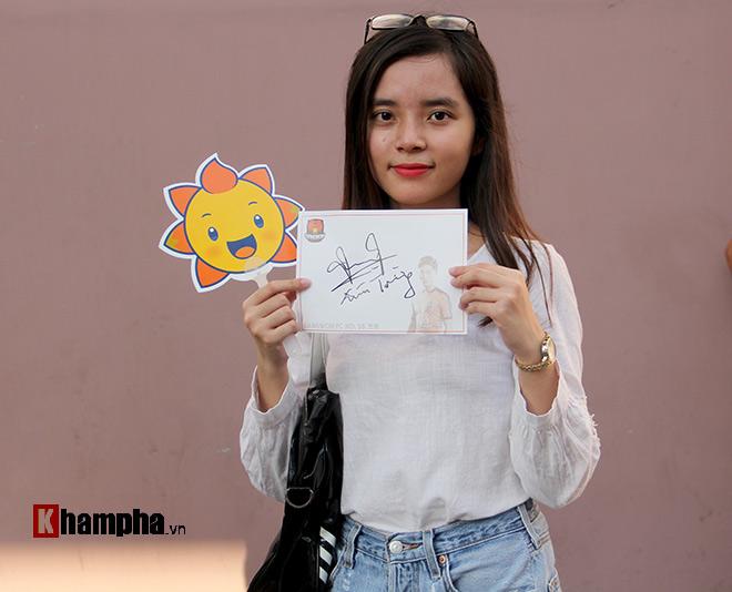 Người đẹp Việt – Hàn đọ sắc cổ vũ cho Xuân Trường - 3