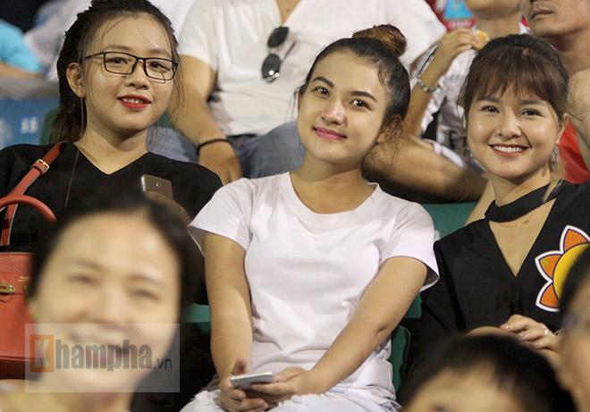 Người đẹp Việt – Hàn đọ sắc cổ vũ cho Xuân Trường - 9
