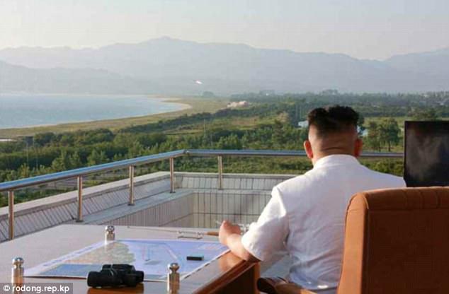 Triều Tiên tung ảnh tên lửa diệt hạm xuyên thủng tàu chiến - 3