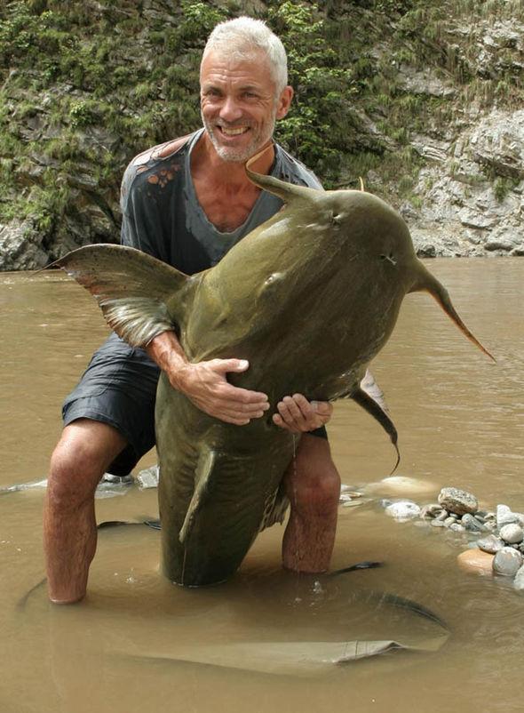 Bắt được cá chình khổng lồ như quái vật thời tiền sử - 3