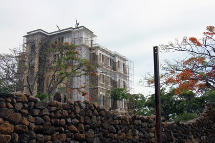 Biệt thự kiến trúc Pháp tuyệt đẹp bỏ hoang giữa Vũng Tàu - 1