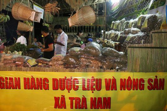 Bán được củ sâm giá 120 triệu đồng tại lễ hội sâm Ngọc Linh - 10