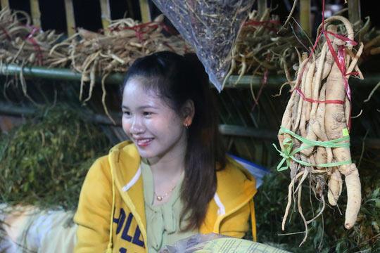 Bán được củ sâm giá 120 triệu đồng tại lễ hội sâm Ngọc Linh - 12