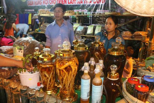 Bán được củ sâm giá 120 triệu đồng tại lễ hội sâm Ngọc Linh - 15
