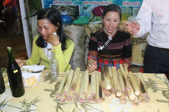 Bán được củ sâm giá 120 triệu đồng tại lễ hội sâm Ngọc Linh - 16