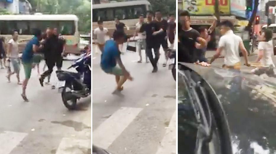 Hai nhóm thanh niên cầm hung khí, lao vào ẩu đả giữa phố HN - 1