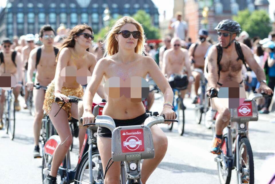 Hàng nghìn người khỏa thân đạp xe ở Anh - 1