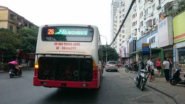 Giận người yêu ném vỡ kính xe buýt, một hành khách vỡ đầu - 3