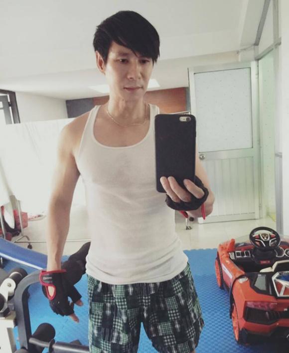 """Ngấp nghé U50, ngoài Đan Trường, Hoài Linh cũng là """"soái ca"""" cơ bắp - 8"""