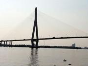 Thuê taxi lên cầu Cần Thơ, người phụ nữ bất ngờ gieo mình xuống sông