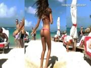 Thời trang - Nàng WAG sexy mặc bikini nhảy tưng, xoay 360 độ gây sốt