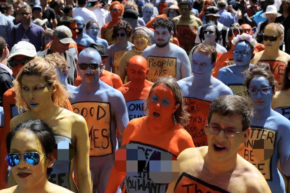 Hàng trăm người Mỹ khỏa thân giữa Quảng trường Thời đại - 1