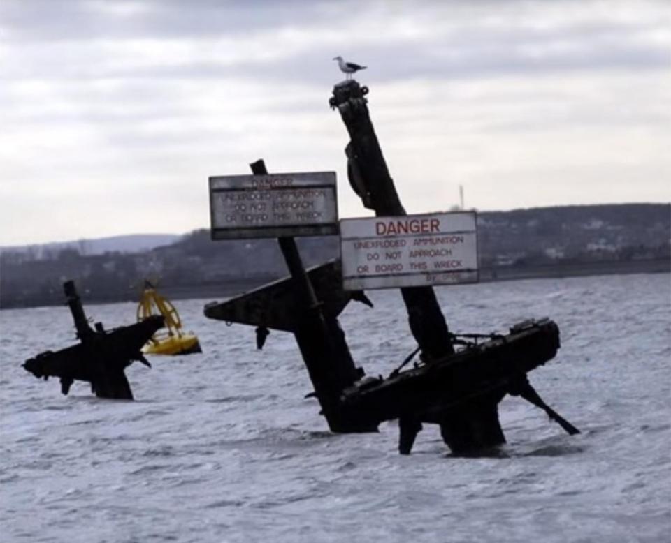 Tàu đắm chở 1.000 tấn chất nổ có thể gây sóng thần ở Anh - 2