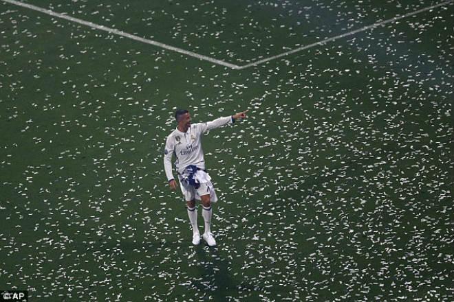 Messi sớm nở tối tàn: Sắp thua Ronaldo toàn diện - 2