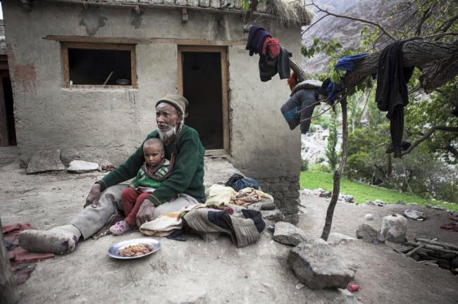 Bí ẩn về bộ tộc thoải mái đổi vợ sống trên dãy Himalayas - 5