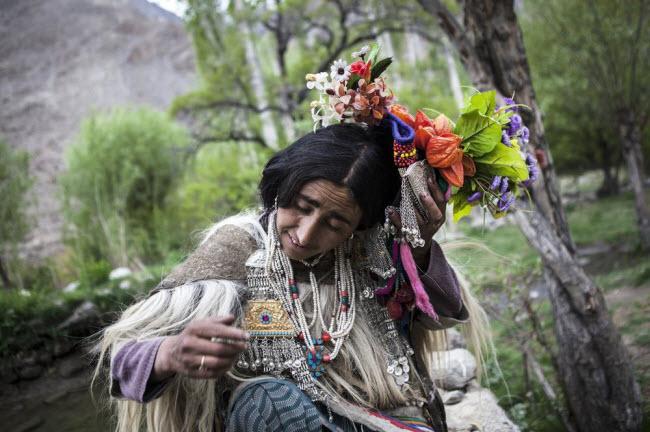 Bí ẩn về bộ tộc thoải mái đổi vợ sống trên dãy Himalayas - 9