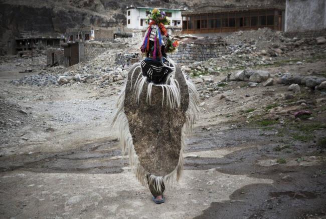 Bí ẩn về bộ tộc thoải mái đổi vợ sống trên dãy Himalayas - 11