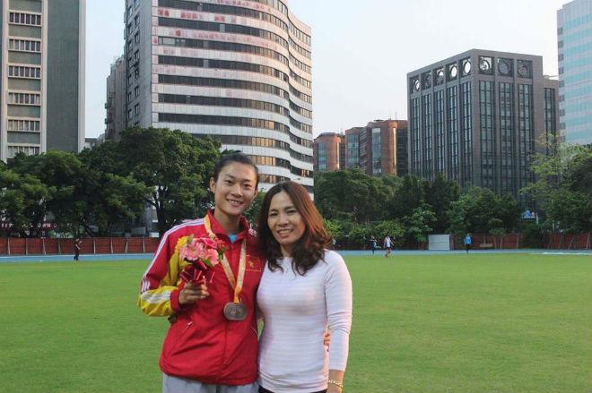 Tin thể thao HOT 12/6: Lê Tú Chinh giành HCV 100m, phá sâu kỷ lục - 1